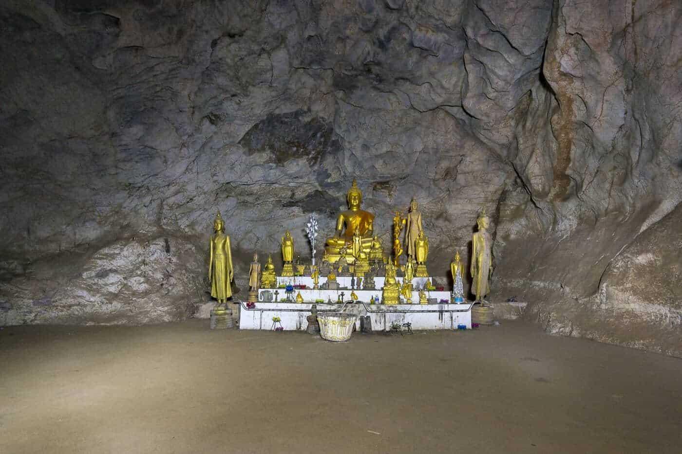 Buddha-Gruppe in den Höhlen von Pak Ou - Laos