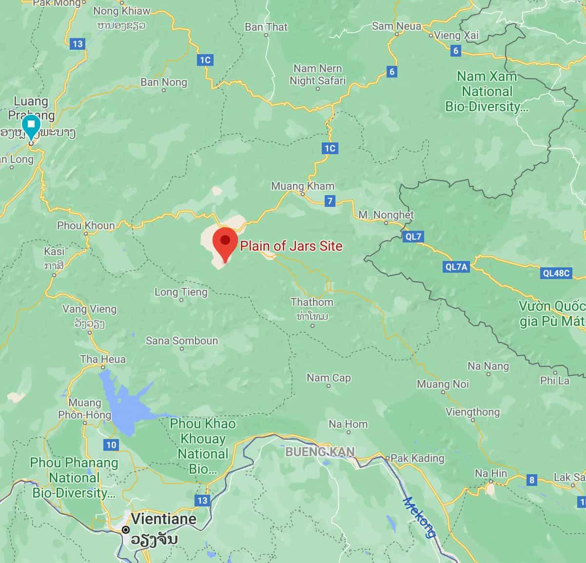 Lage der Stadt Phonsavan in Laos und die Ebene der Tonkrüge