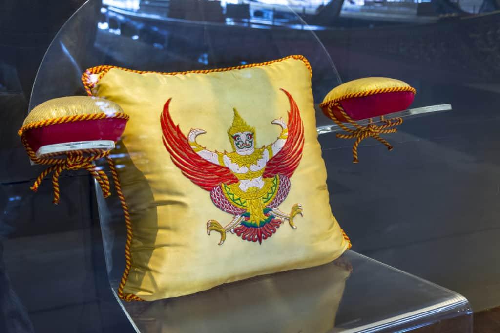 Sitzkissen der Königlichen Barkasse Nara Song Susan HM Rama IX