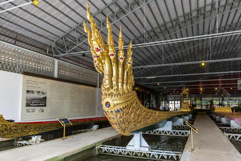 Die Barkasse von König Rama VI. im Royal Barges National Museum Bangkok