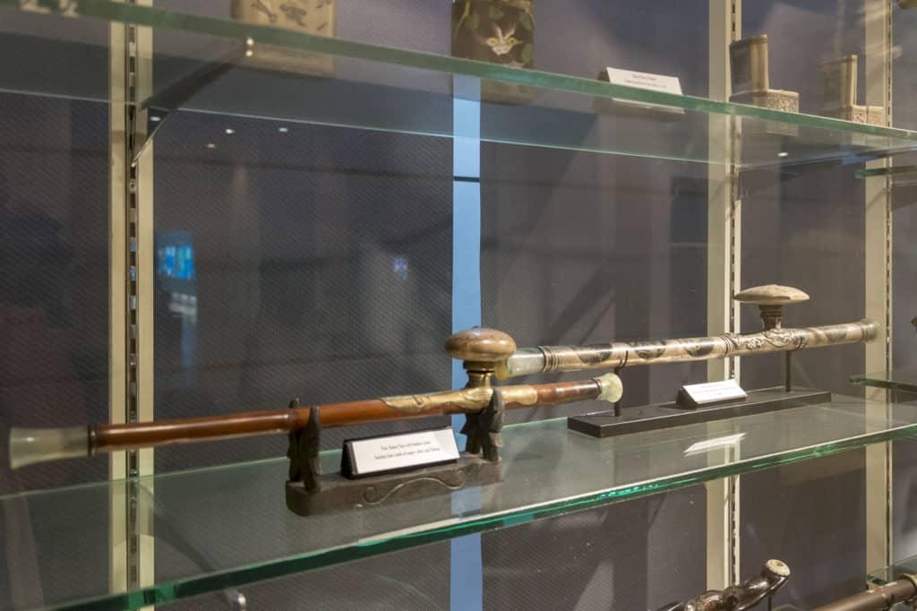 Opiumpfeife aus verschiedensten Epochen
