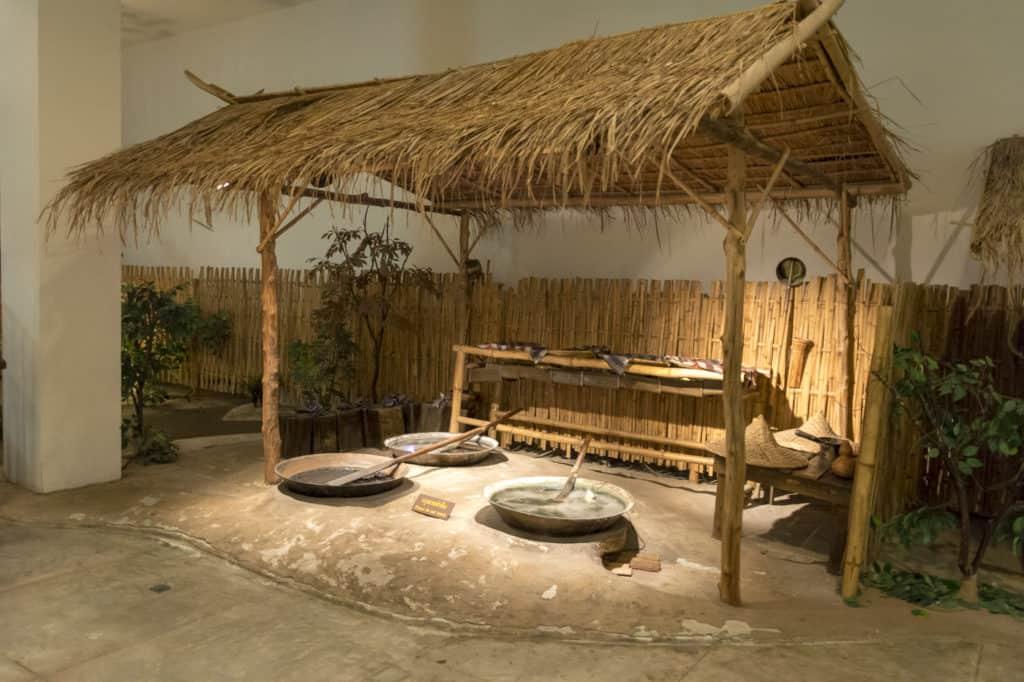 Model einer Hütte zum Einkochen der Opium Rohmasse aus Bambus