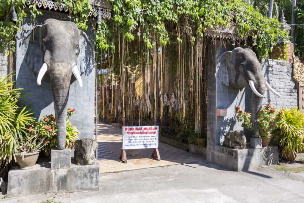 2 Elefantenköpfe am Museum Cup Kham in Chiang Rai