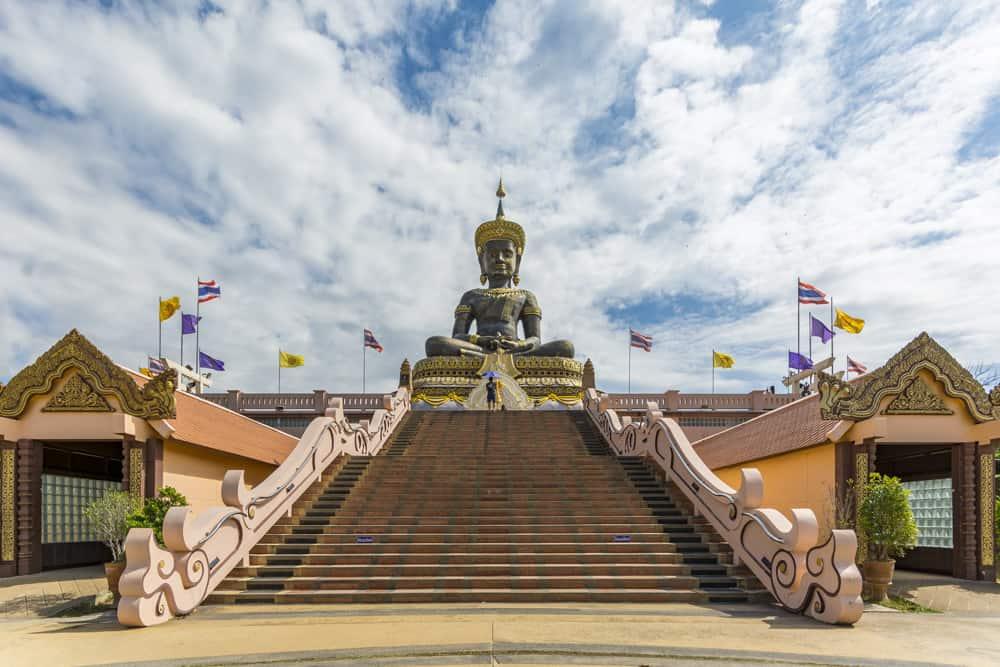 Der Buddha mit der großen Treppe