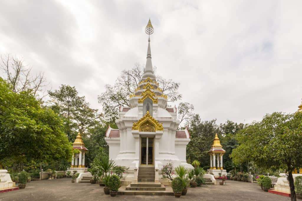 Buddhas Fußabdruck steht in diesem Gebäude