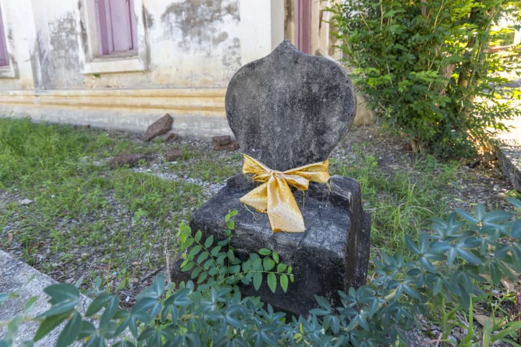 Eckstein an der Rückseite des Bot im Wat Trai Phum in Phetchabun