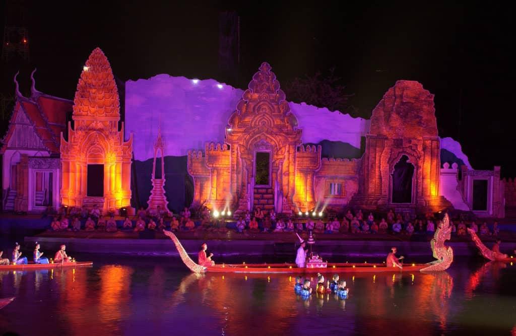 Um Phra Dam Nam Festival Phetchabun bei Nacht