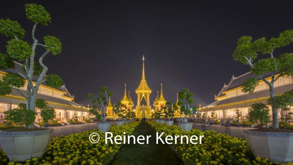 Nachtaufnahme des Krematorium von seiner Majestät König Adulyadej Rama IX