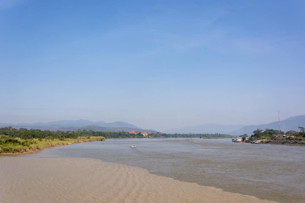 Der große Fluss Mekong und linke Seite Myanmar und rechts Laos
