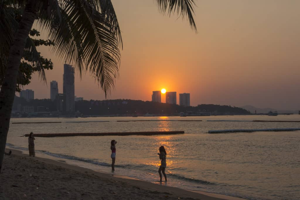 Sonnenuntergang in Pattaya. In der Stadt wo sich viele Franks unsterblich verlieben.