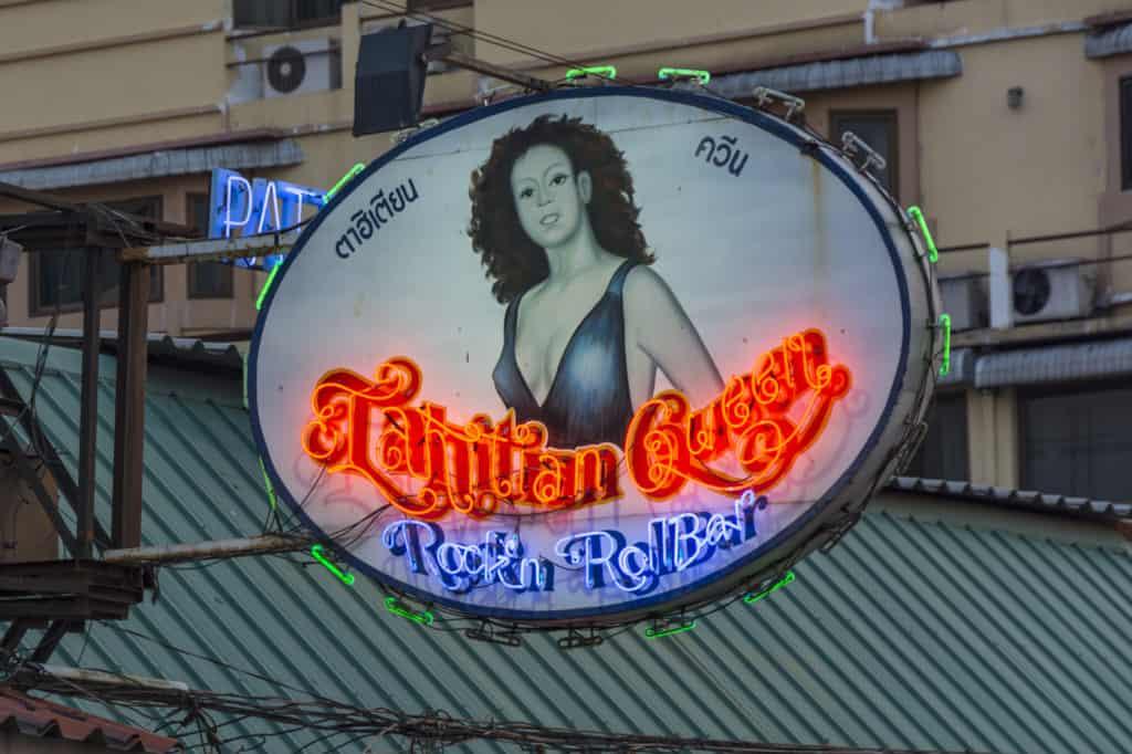 Leuchtreklametafel einer Bierbar - hier beginnt manchmal das Ende der Beziehung zu einer Thailänderin