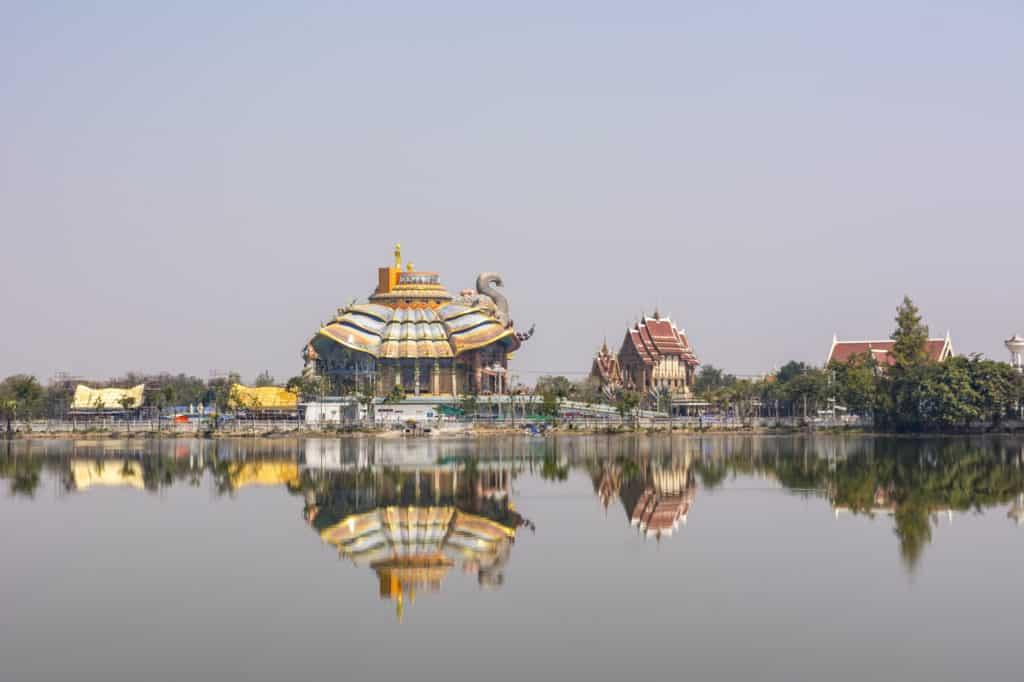 Blick auf den Elefanten Tempel Wat Ban Rai
