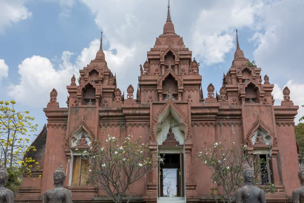Der Bot in Wat Khao Phra Angkhan ist in seiner Architektur einmalig