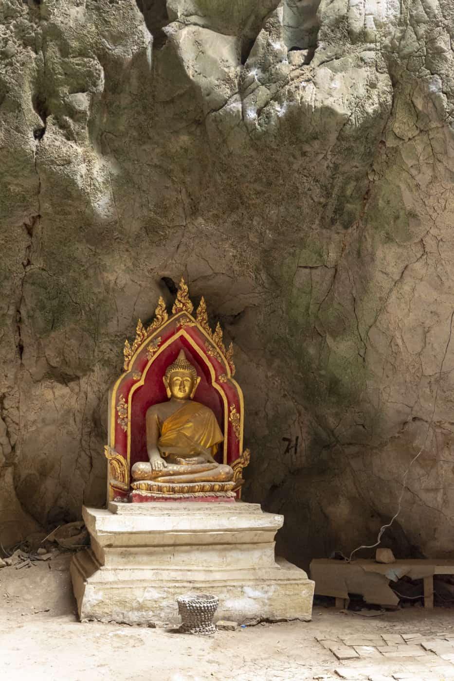 Buddha Figur in einer Wandvertiefung