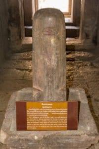 Heiliger Stein - Lingam - im Zentrum des Prasats im Phanom Rung