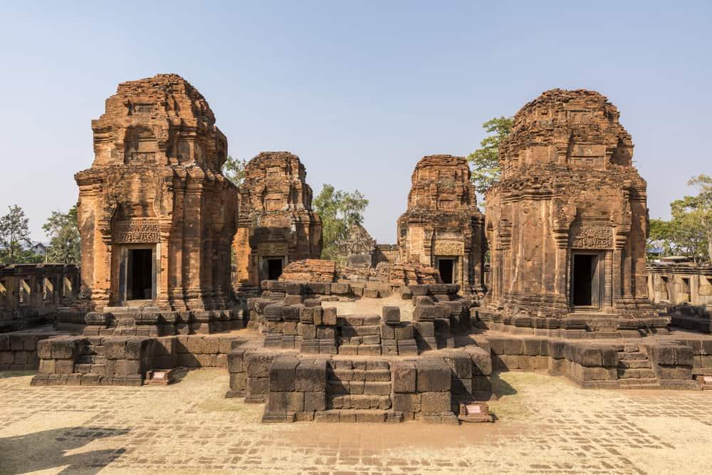 Die Reste der fünf Türme im Khmer Tempel Prasat Muang Tam in Buri Ram - Thailand