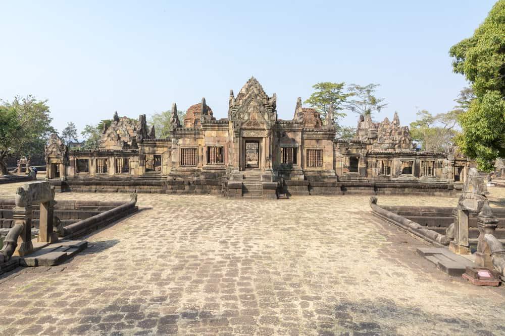 Prasat Mueang Tam in Buri Ram vom Eingang aus