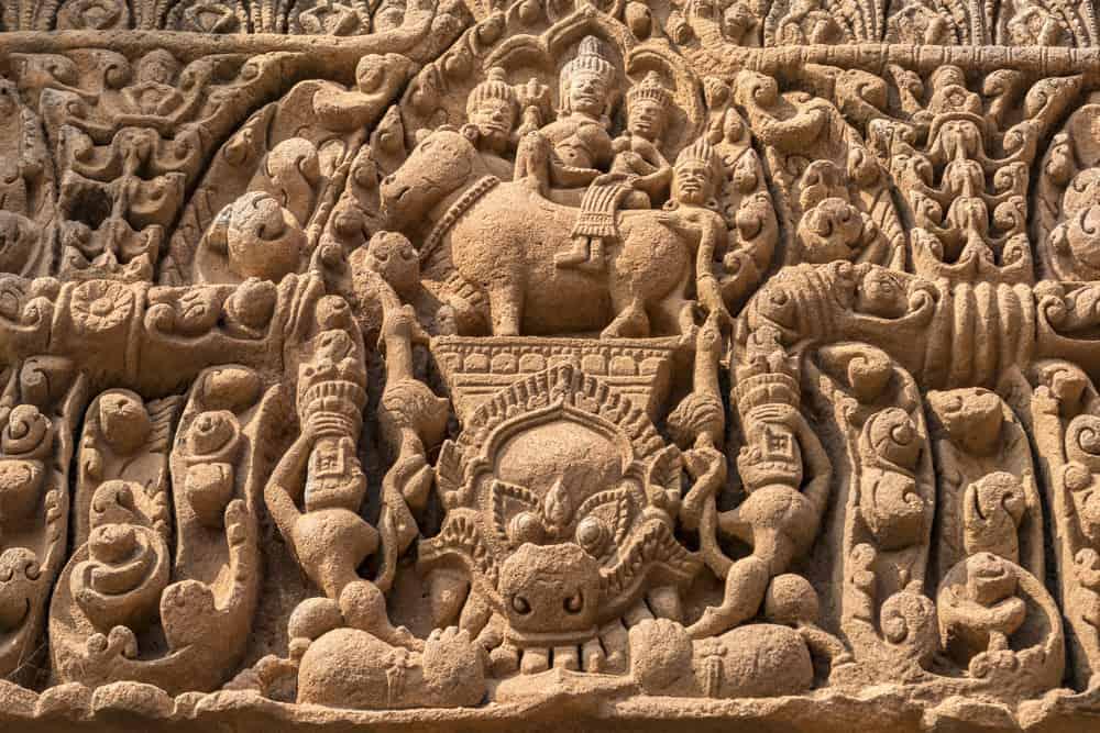 Türsturz Shiva und Uma reiten den Stier Nadi im Prasat Muang Tam
