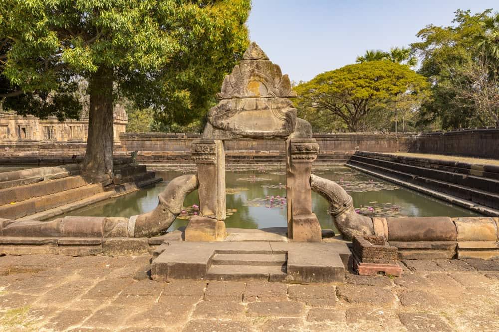 Eingangstor zum Wasserbecken im Khmer-Tempel