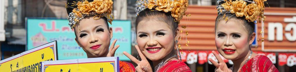 Lächelnde thailändische Frauen