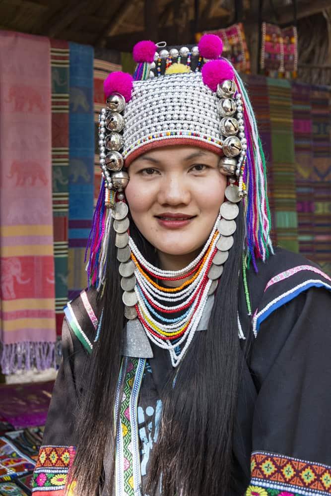 Junge Frau eines Bergvolkes in Thailand