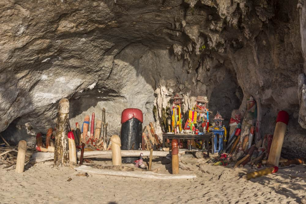 Grotte mit Phallus-Symbolen