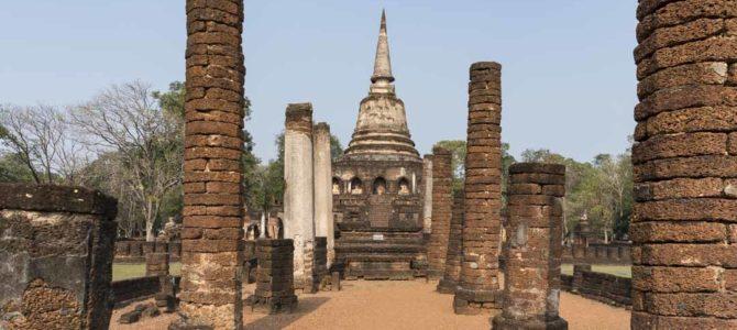 Wat Chang Lom in Si Satchanalai