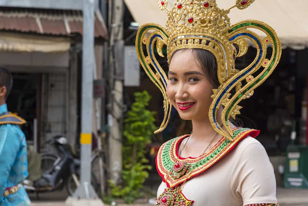 Thailändische Schönheit mit Krone beim Tamarinden-Festival in Phetchabun - Thailand
