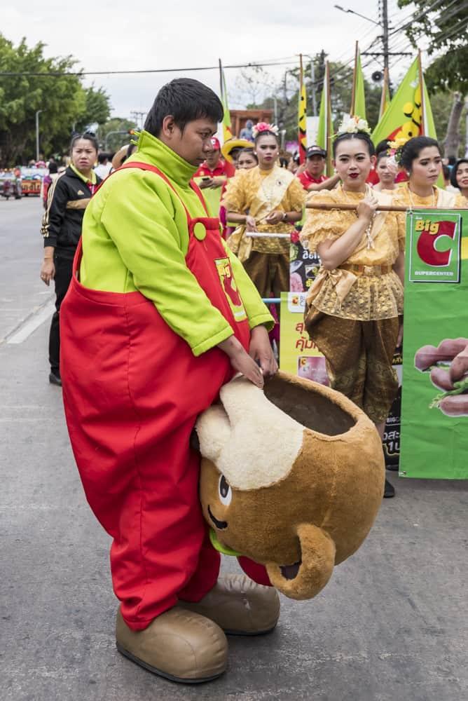 Person im Teddykostum der Firma Big C aus Thailand