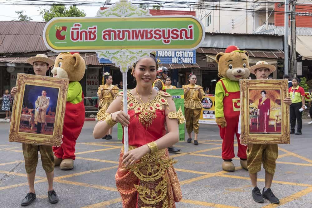 Fußgruppe des Handelsunternehmens Big C aus Thailand