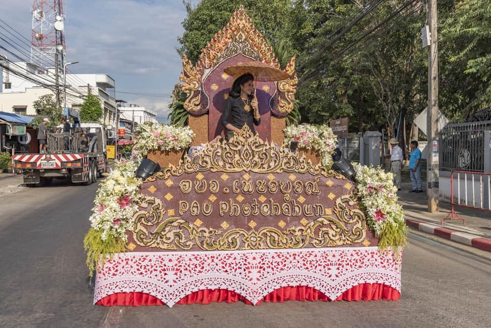 Festival Wagen mit aufwändiger Dekoration aus Kernen der Tamarinde