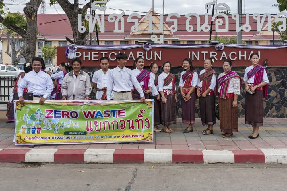 Gruppenfoto der Mannschaft der Entsorgungsbetriebe Phetchabun