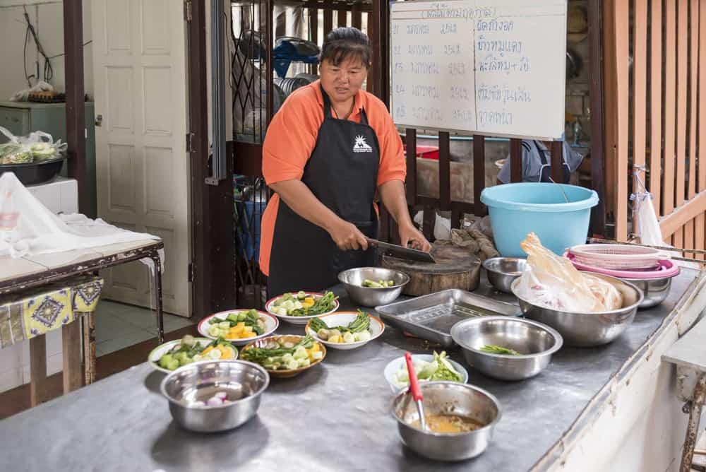 Vorbereitungen für das Essen der Kinder.