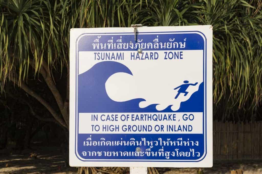 Tsunami Warnschild auf der Insel Phang Nga