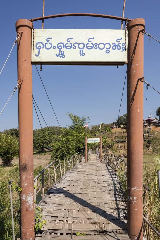 Der Eingang auf die Bambsbrücke in der Nähe von Pai