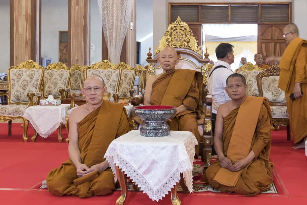 Noch ein Foto vom ehrwürdigen Mönch im Viharn