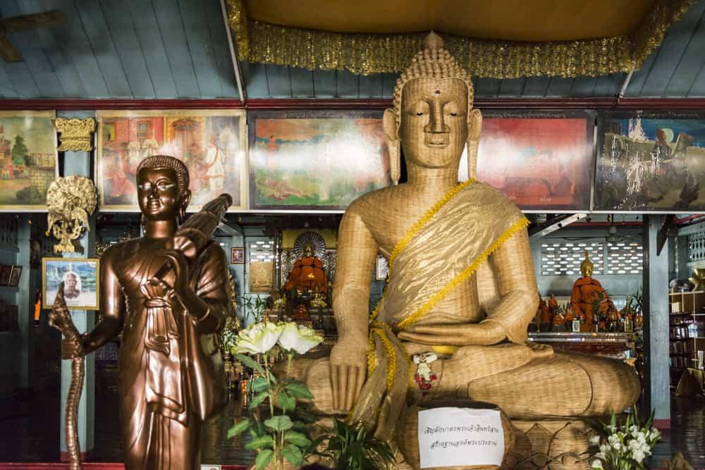 Buddha-Standbild aus Korbgeflecht ca. 3 Meter hoch