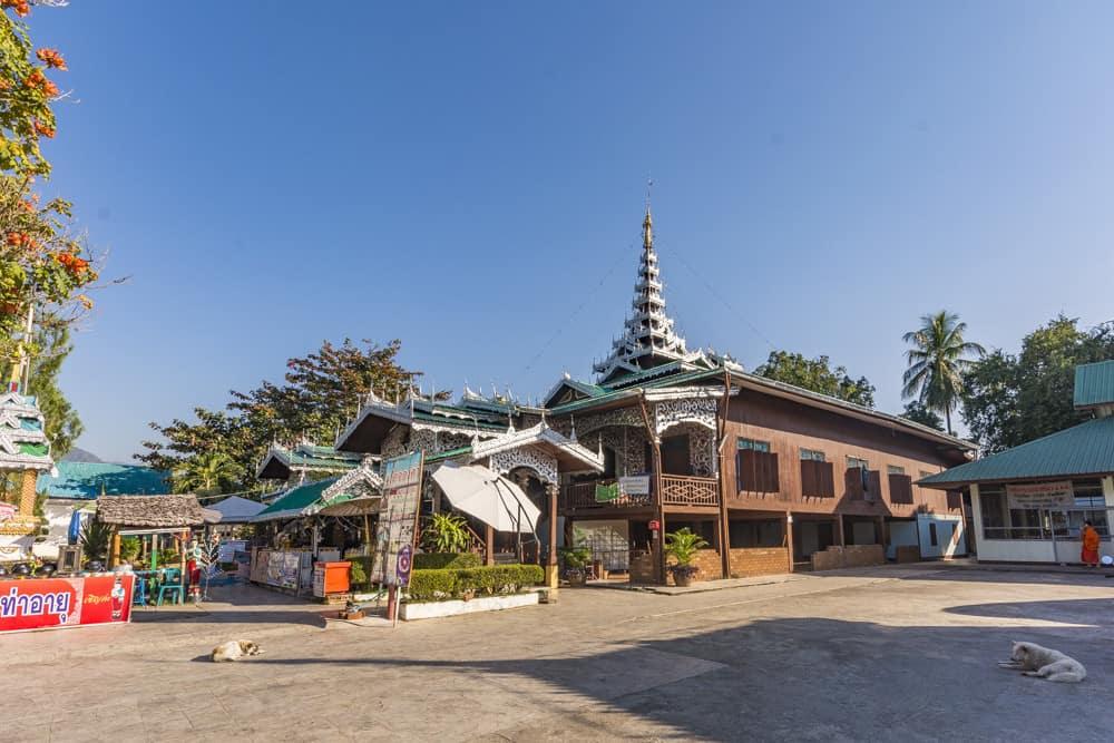 Ansicht von Wat Chong Kham mit dem Zinnbeschlägen
