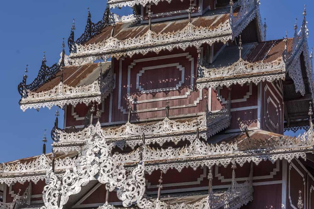 Fein ziselierte Dachkanten vom Phra That Doi Kong Mu