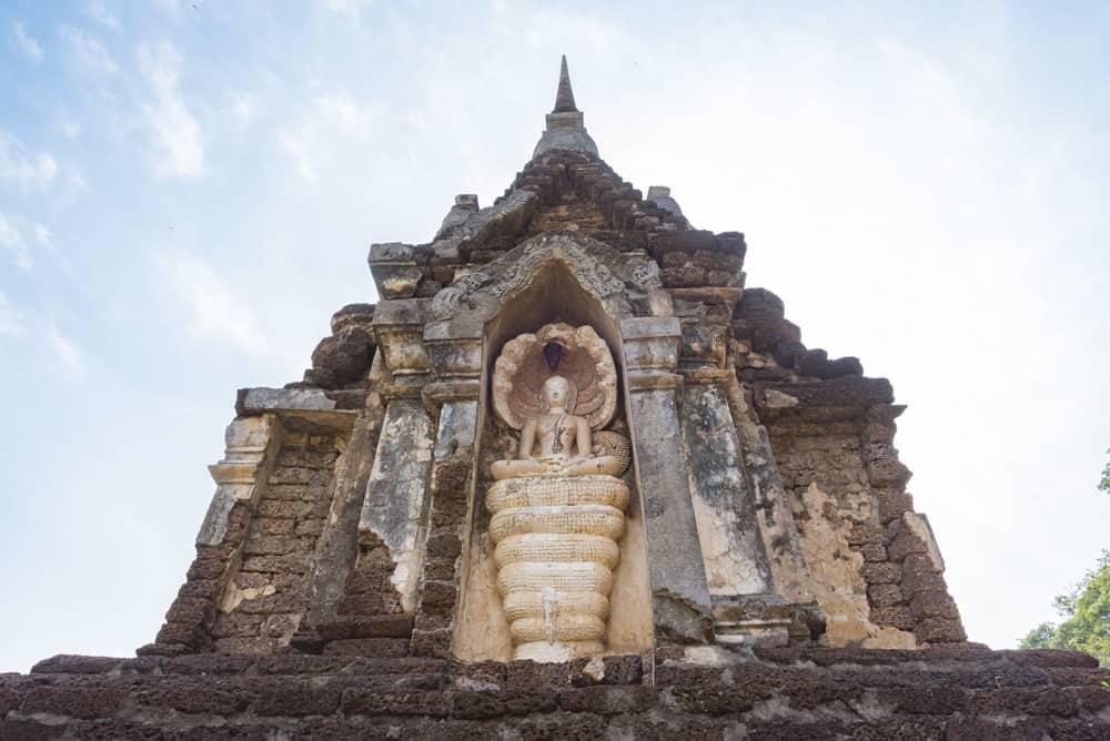 Buddha meditiert auf der Naga-Schlange