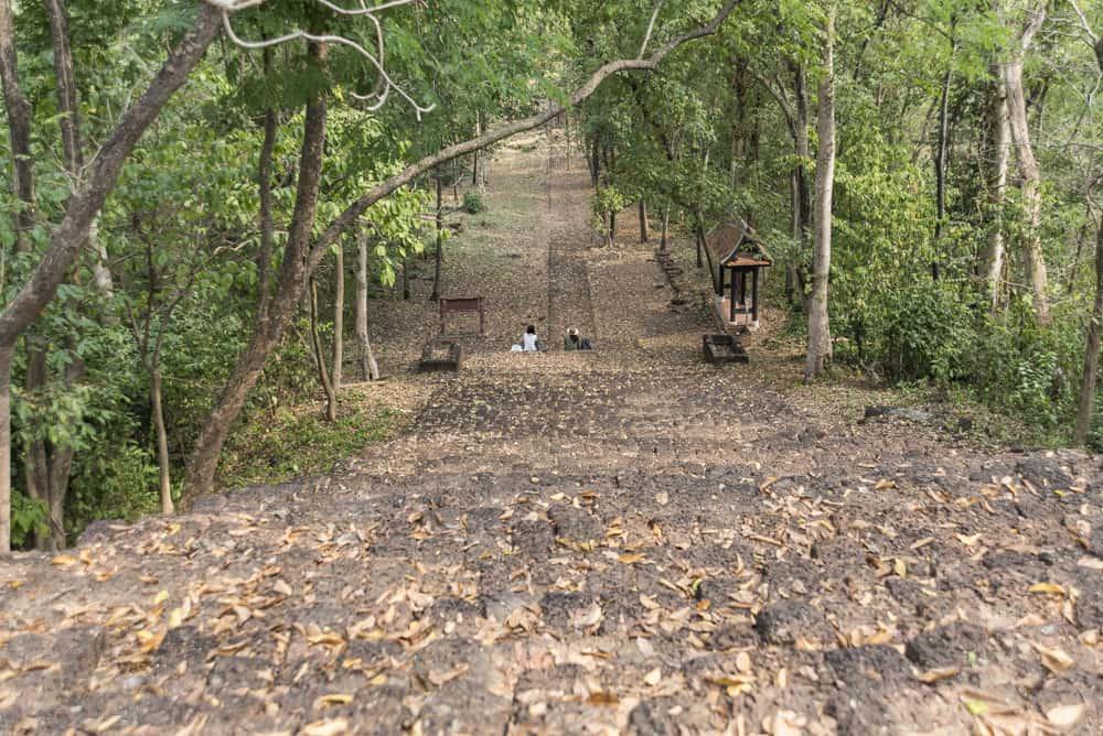 Treppe zum Wat Khao Suwan Khiri