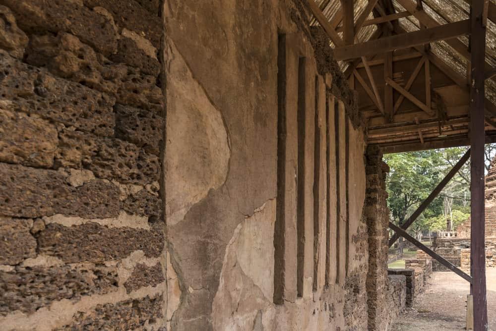 Spaltfenster in den Mauern