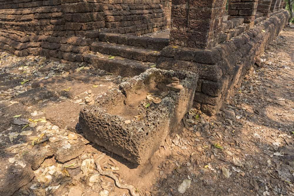 Fußwaschbecken am Tempel Wat Khao Phanom Phoeng