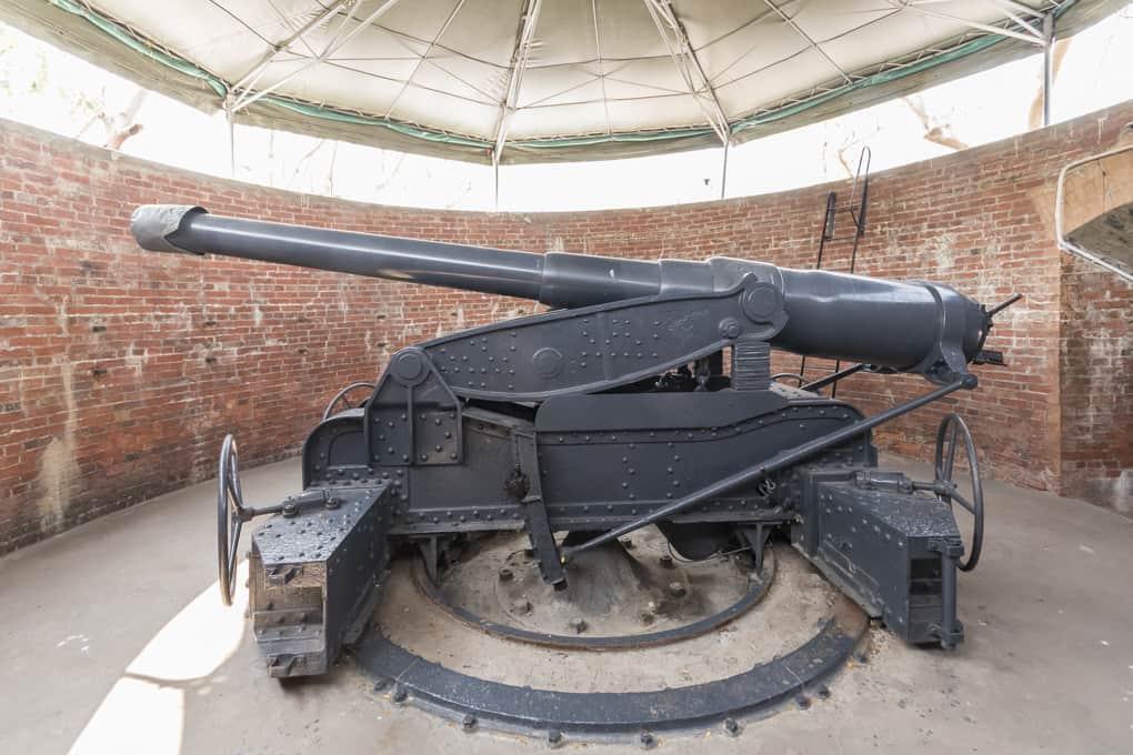 Eine der sieben Kanonen im Phra Chulachom Klao Fort