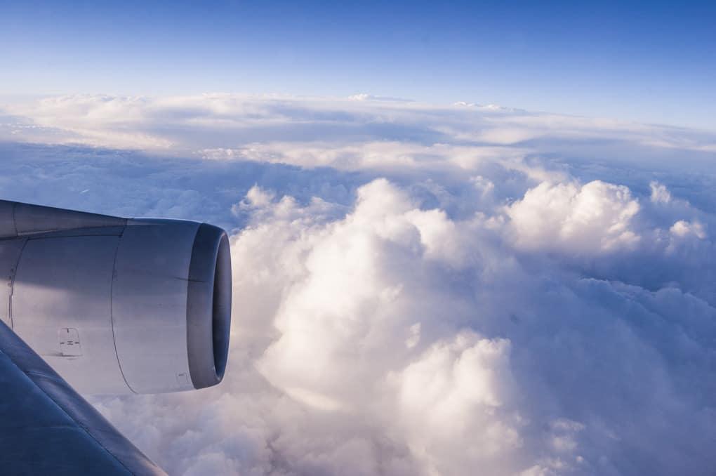 Ein Thailandreise der besonderen Art Wolken auf dem Flug nach Thailand mit Flugzeugflüger