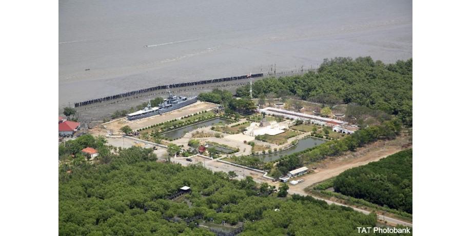 Luftaufnahme vom Fort Chulachom undHTMS Mae Klong