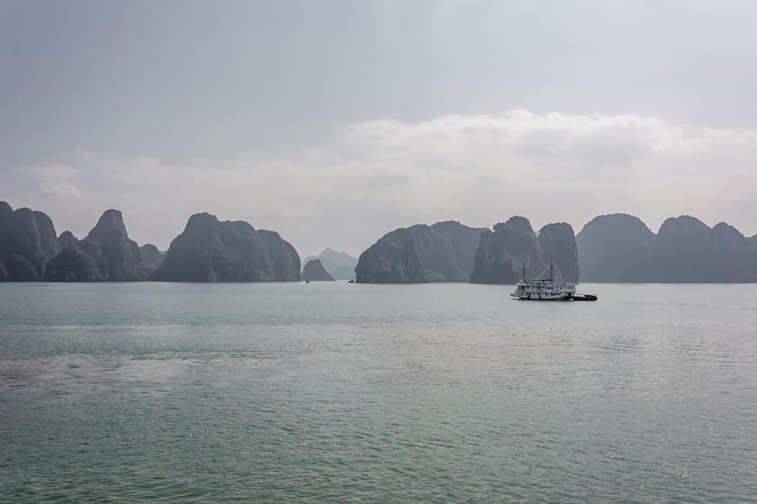Karstfelsen in der Halong Bucht