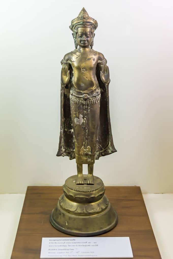 Stehende Buddha-Statue in Bronze