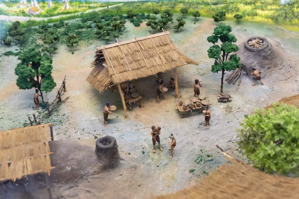 Liebevoll gestaltetes Model eines historischen Brennerei in Sukhothai