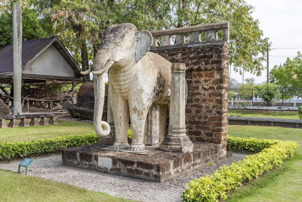 Rekonstruktion der Elefantenfiguren am Wat Chalom